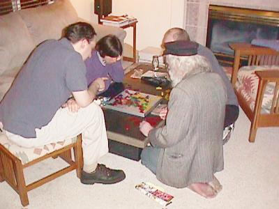 http://www.ludism.org/scpix/20030322/09_blokus_players.jpg